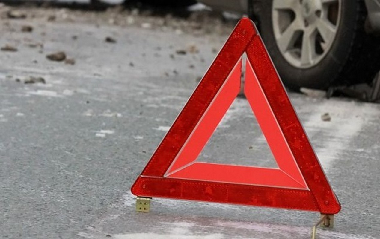 У селі Добрянське, що на Тячівщині, зіткнулися автомобіль і мотоцикл: є постраждалі, – ЗМІ