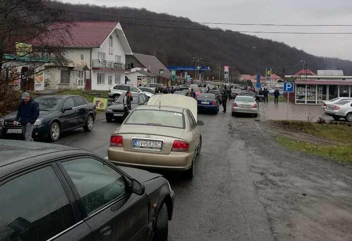 """Через протести """"євробляхарів"""" рух через низку пунктів пропуску на державному кордоні ускладнений"""