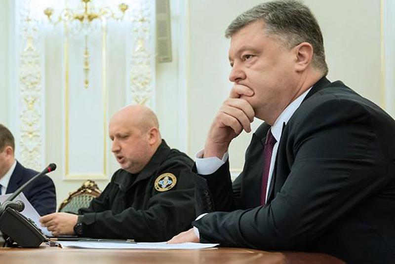 Петро Порошенко підтримав рішення щодо введення воєнного стану в Україні після агресії в Азовському морі
