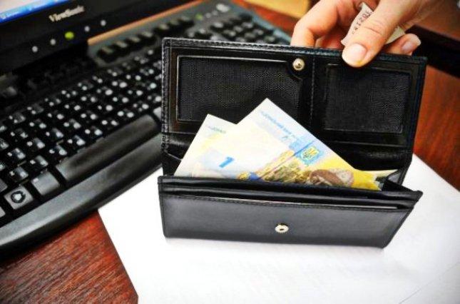 На Воловеччині вже три місяці не платять зарплату медикам, освітянам, бібліотекарям та сільським головам