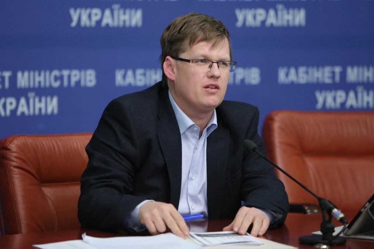 Як вплине запровадження воєнного стану в Україні на зарплати та пенсії