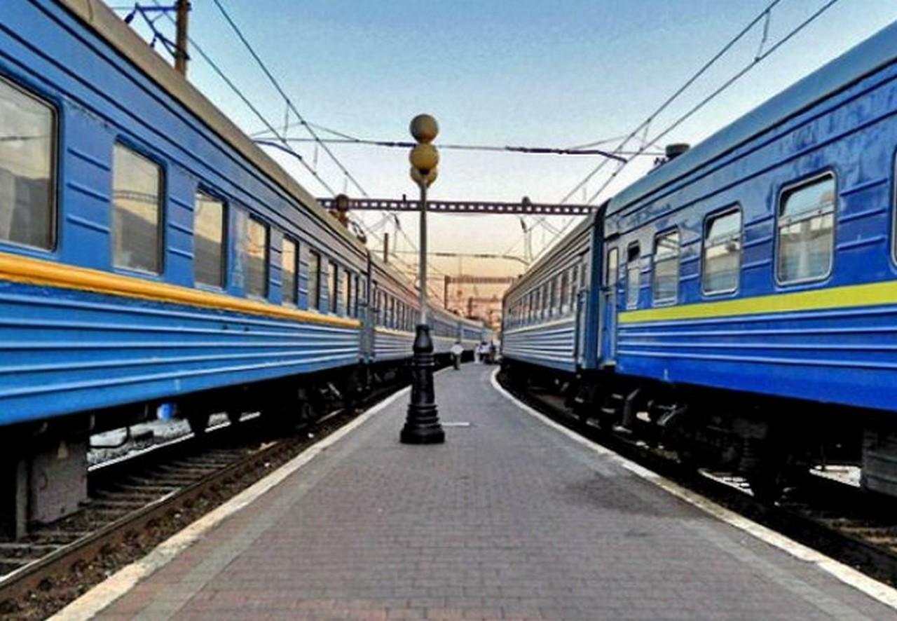 """На новорічно-різдвяні свята """"Укрзалізниця"""" готує 30 додаткових потягів у напрямку зимових курортів України"""