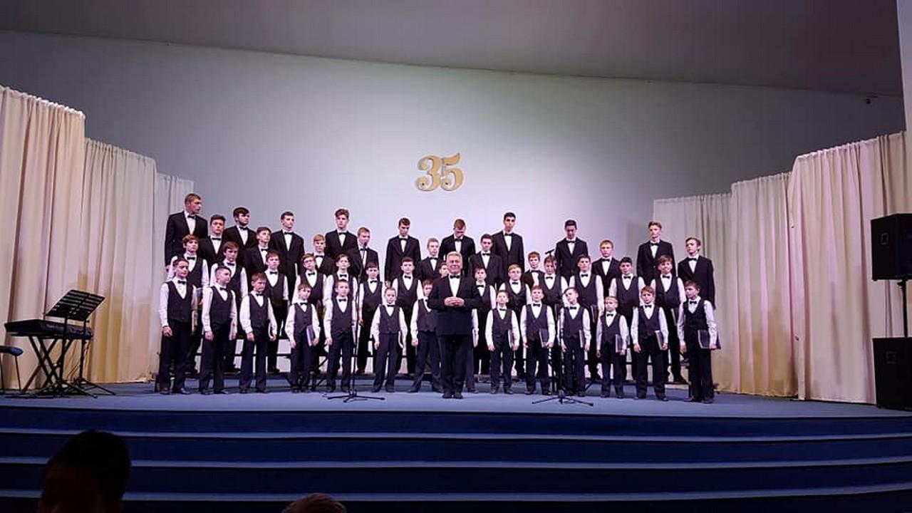 Мукачівська хорова школа та юнаків святковою концертною програмою відзначила 35-річний ювілей