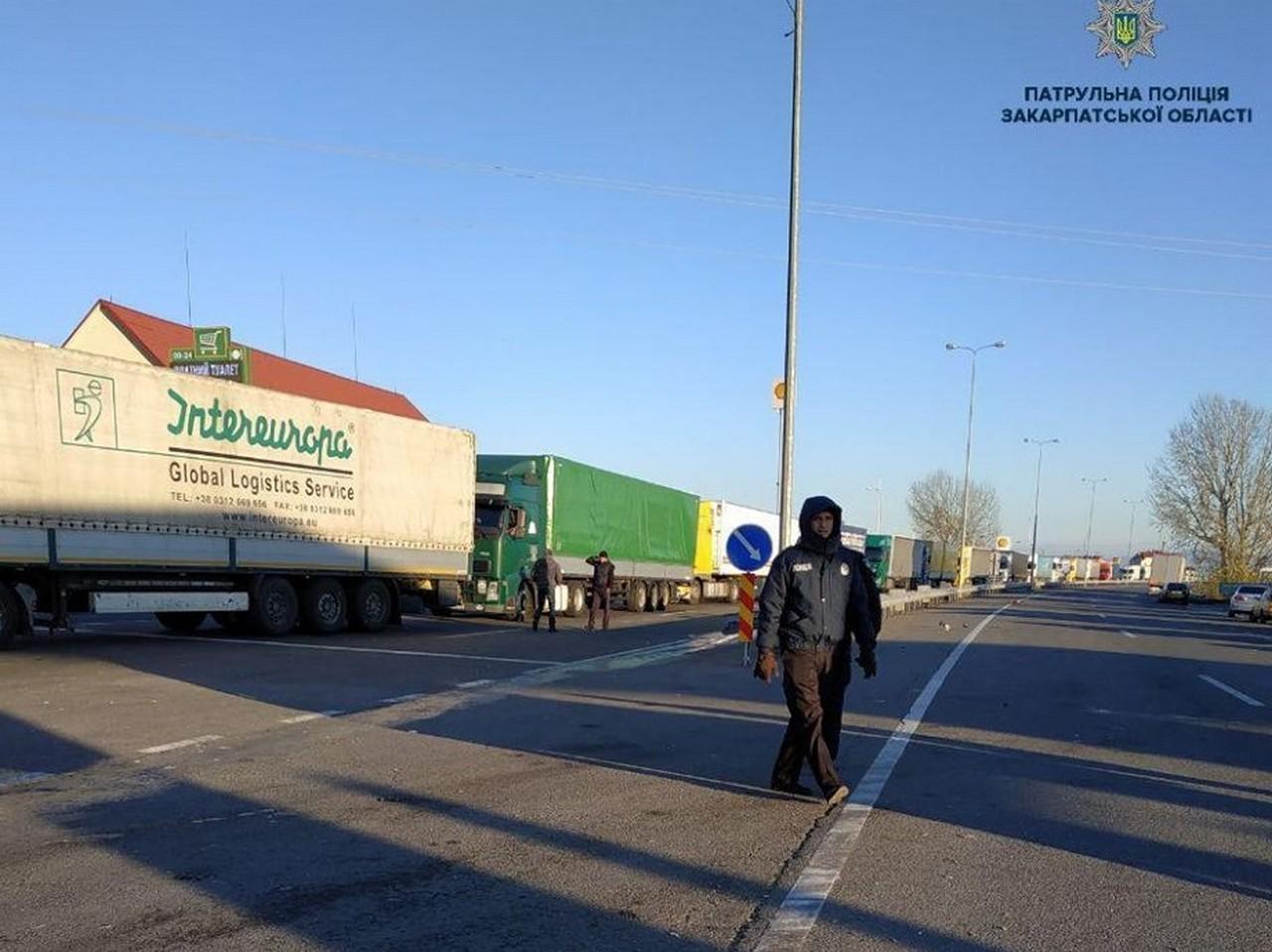 Активісти розблокували два пункти пропуску на кордоні зі Словаччиною