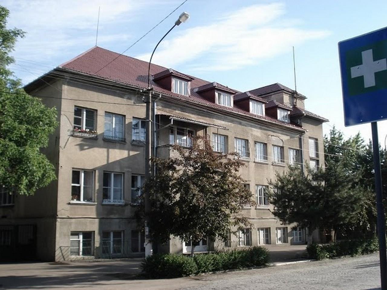 У Мукачеві ремонтуватимуть будівлю поліклініки ЦРЛ по вулиці Грушевського