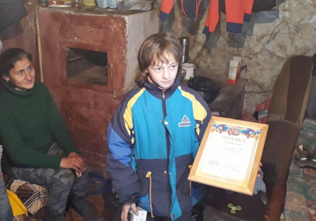 Дівчинку, яка у селі Кобилецька Поляна врятувала своїх братиків і сестер від загибелі, нагородили