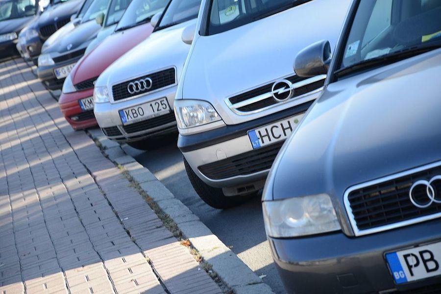 Експерт вважає, що депутати знизили вартість розмитнення авто для себе