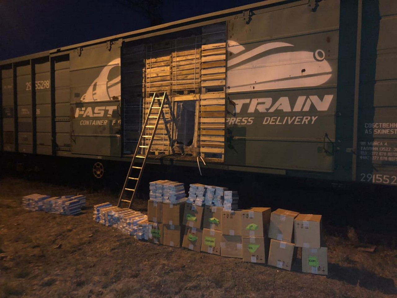"""У вагоні вантажного потяга прикордонники знайшли контрабанду на пункті пропуску """"Соловка"""""""