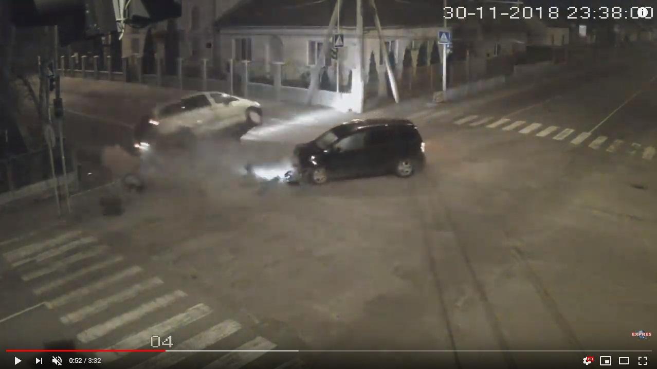 Відео з камер відеоспостереження на перехресті вулиць Івана Франка - Мала Польова, на якому зафіксовано ДТП у Виноградові