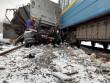 Пасажирський потяг Лисичанськ-Ужгород зніс вантажівку, залишивши з неї купу брухту