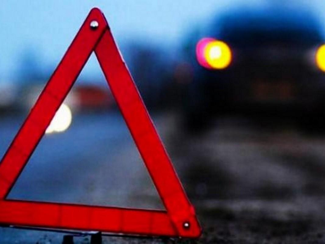 Ввечері, 1 грудня, на Рахівщині сталася ДТП: водія із понівеченої машини визволяли рятувальники