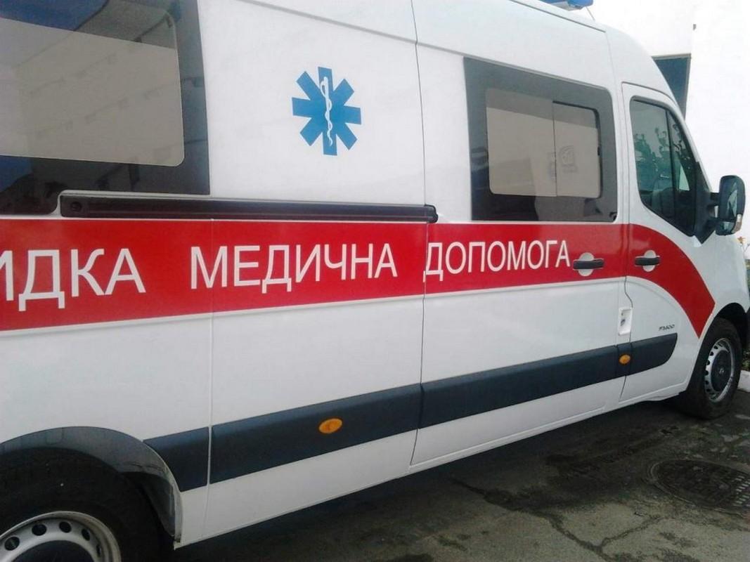 Чоловік помер у кареті швидкої: подробиці трагедії, яка сталася у Виноградові