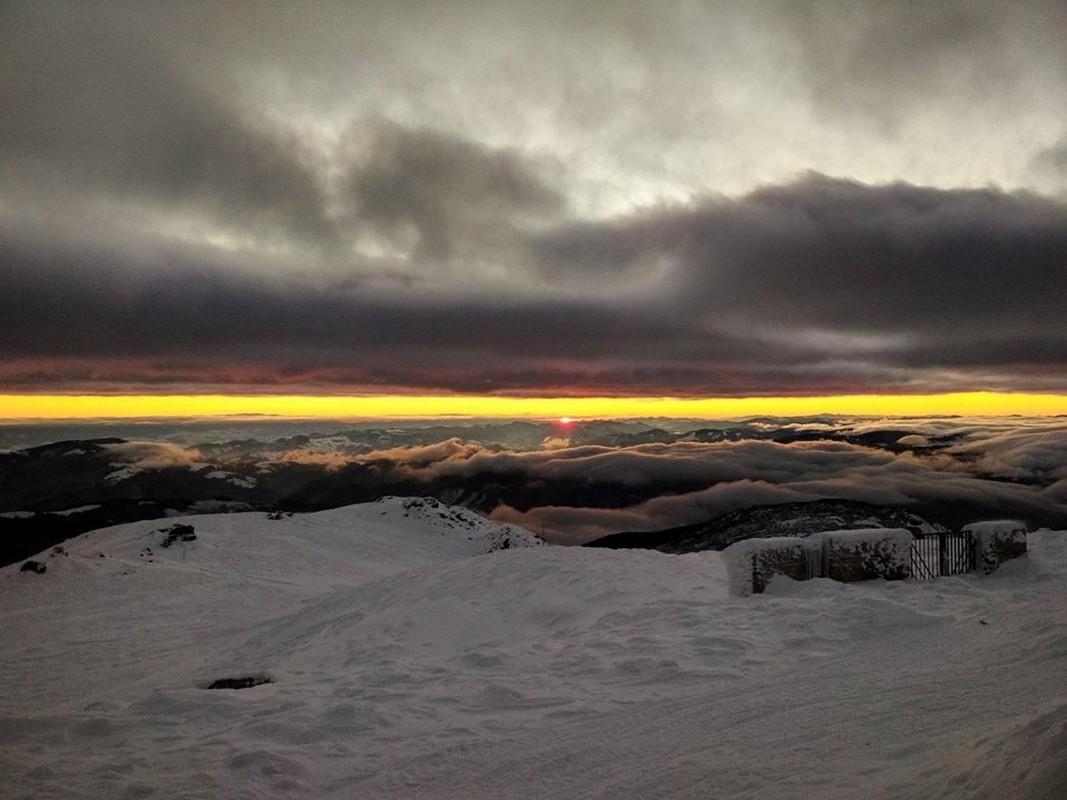 У мережі показали казковий світанок у на горі Піп Іван