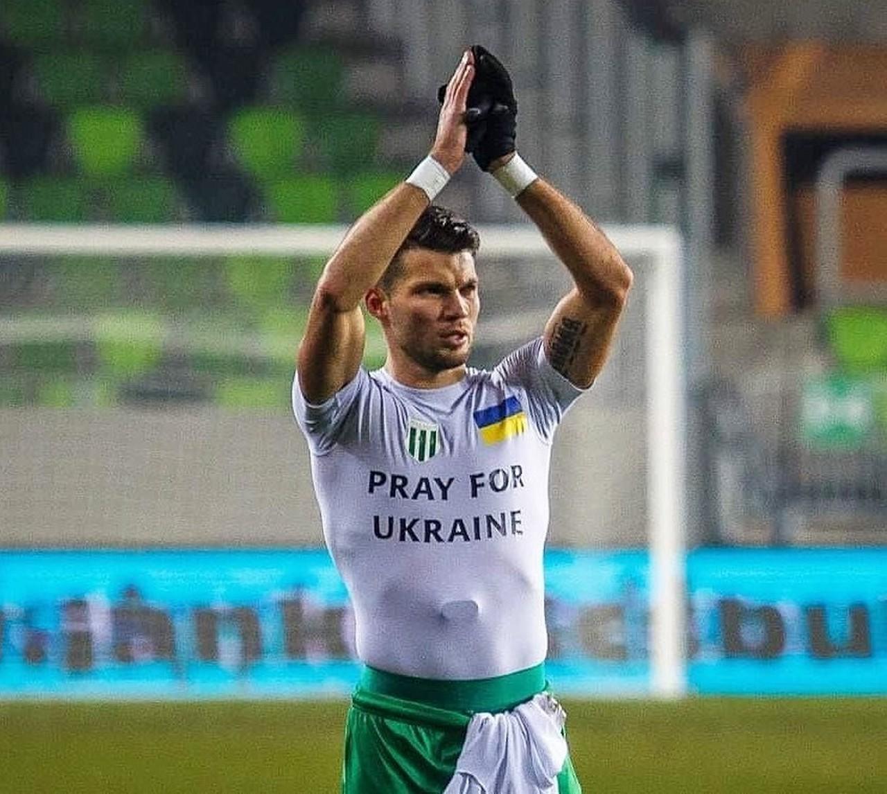 Українець Юрій Габовда, який грає за Халадаш, забив м'яч у чемпіонаті Угорщини і одягнув патріотичну футболку. Його можуть оштрафувати