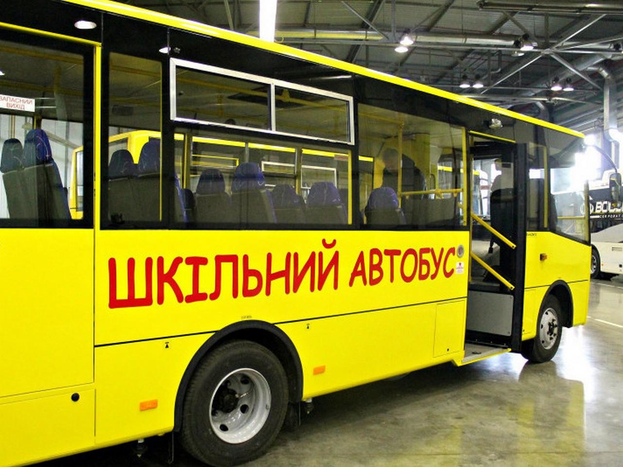 """У Виноградові сталася ДТП за участі """"Мазди"""" і шкільного автобусу"""