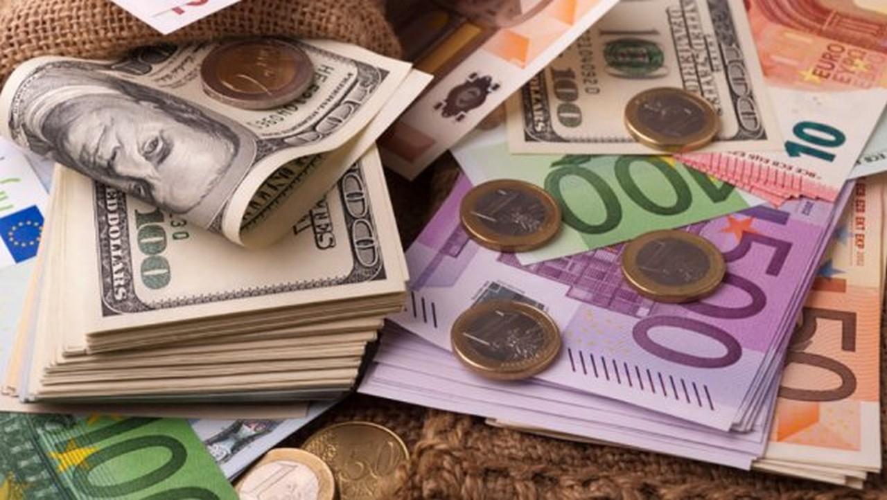 Курс валют: 5 грудня долар впав, а євро суттєво зросло