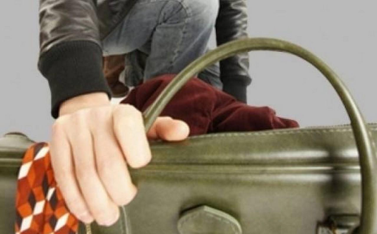 У Берегові на ринку пограбували жінку