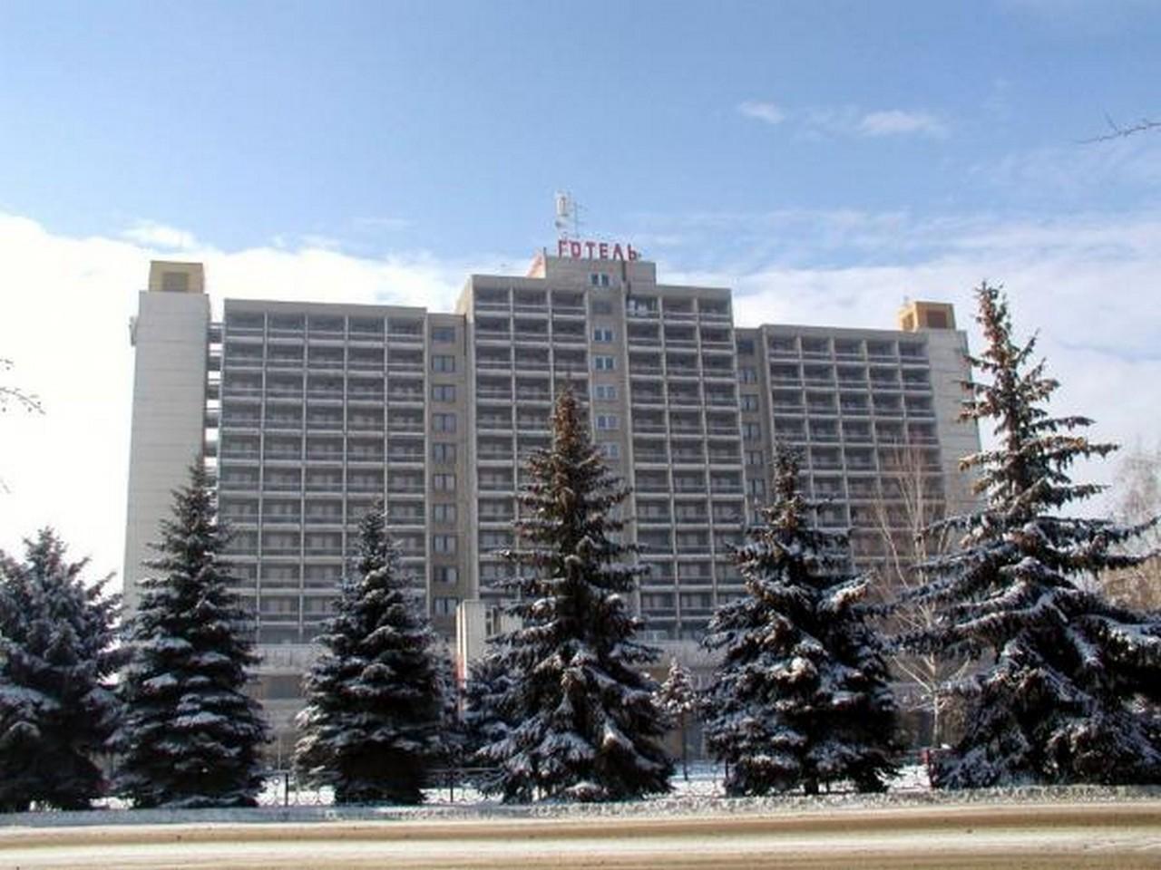 В Ужгороді біля готелю Закарпаття шукали вибухівку