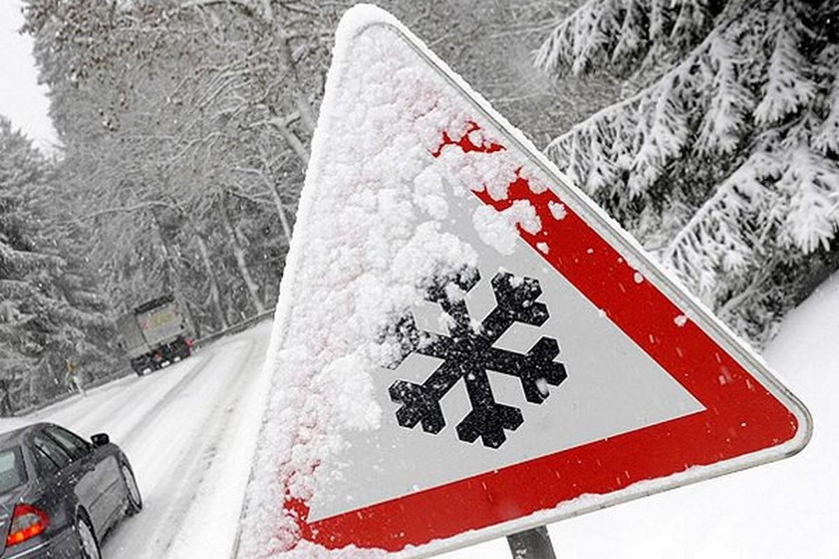 Посилення вітру та сильний сніг: синоптики попереджають про негоду на Закарпатті