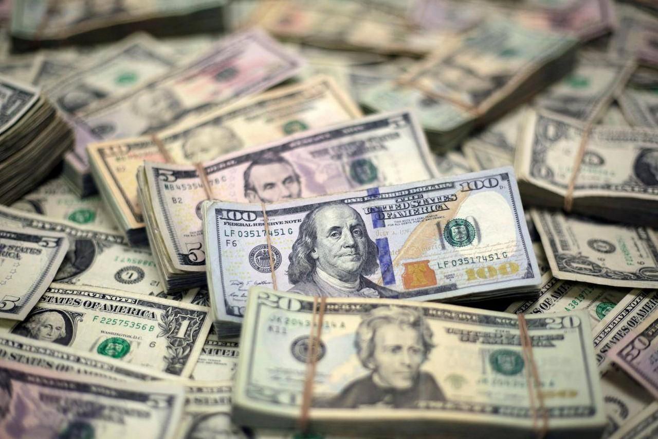 Курс валют на 10 грудня: долар продовжує падати