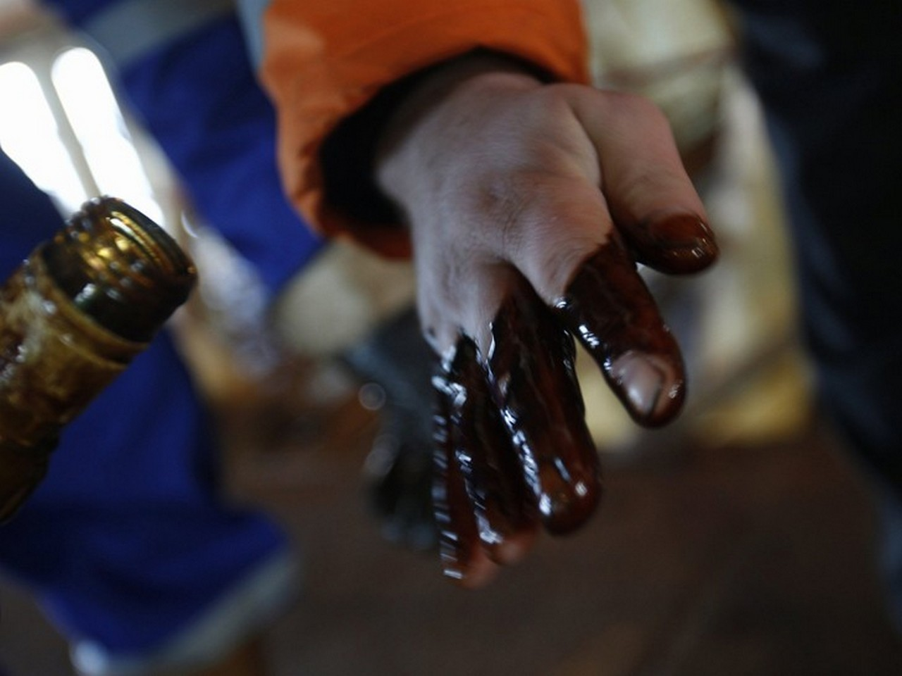 На Мукачівщині шукають людей, які причетні до крадіжки нафти у селі Руське