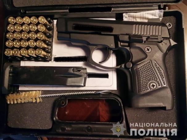 У хлопця в будинку знайшли пістолет і набої