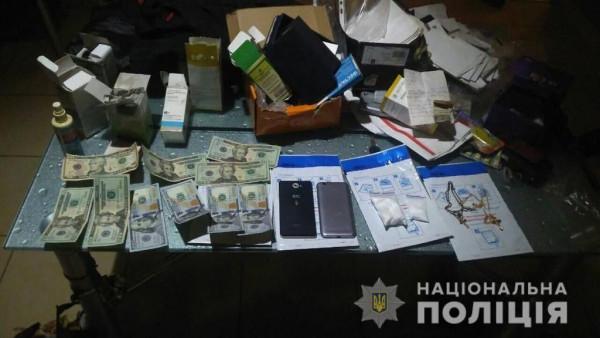 Поліцейські проводять обшуки за місцем проживання фігурантів наркозлочинів у Хусті