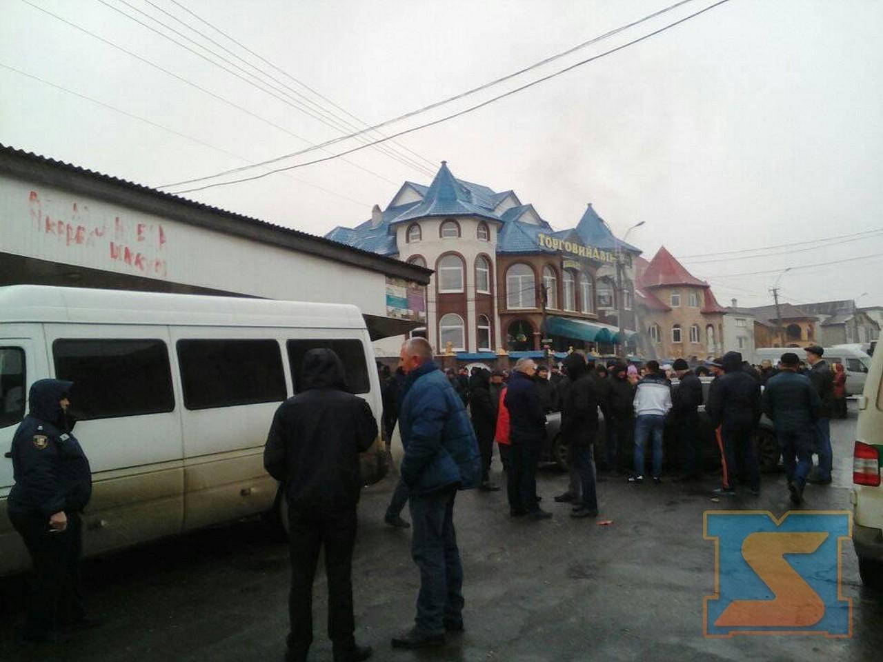 У Нижній Апші місцеві мешканці продовжують блокувати дорогу Мукачево-Рогатин