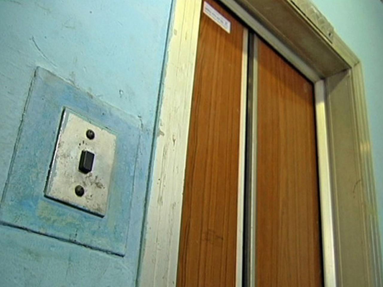 Наступного року в багатоповерхівках Мукачева капітально відремонтують 15 ліфтів: перелік адрес