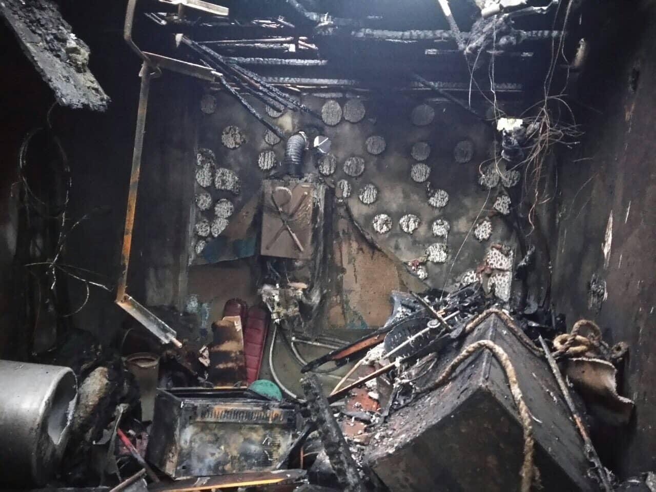 У смт. Вилок на Виноградівщині трапилась пожежа: горіло перекриття та покрівля літної кухні