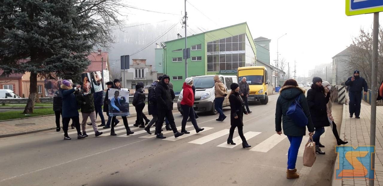 Мешканці Нижньої Апші перекрили дорогу в Хусті
