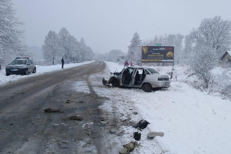 Між Тячевом та селом Бедевля зіткнулися два авто: багато постраждалих