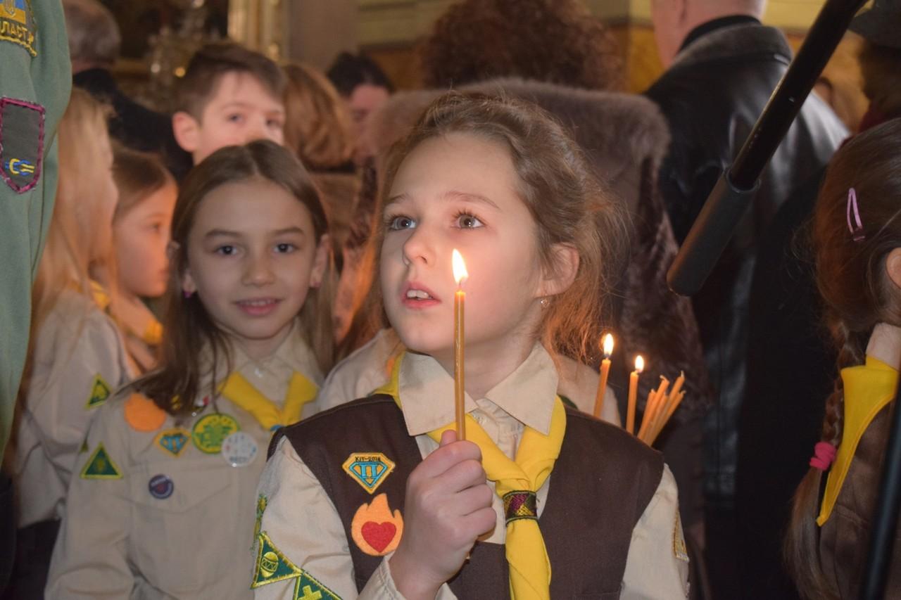 В Ужгород 16 грудня привезли Вифлеємський Вогонь Миру