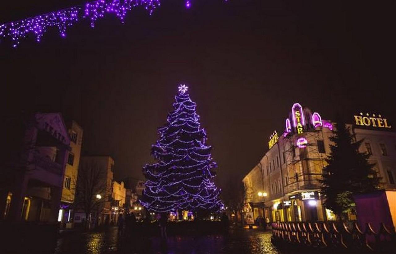 Вогні новорічної ялинки у Мукачеві 18 грудня запалить Анастасія Балог