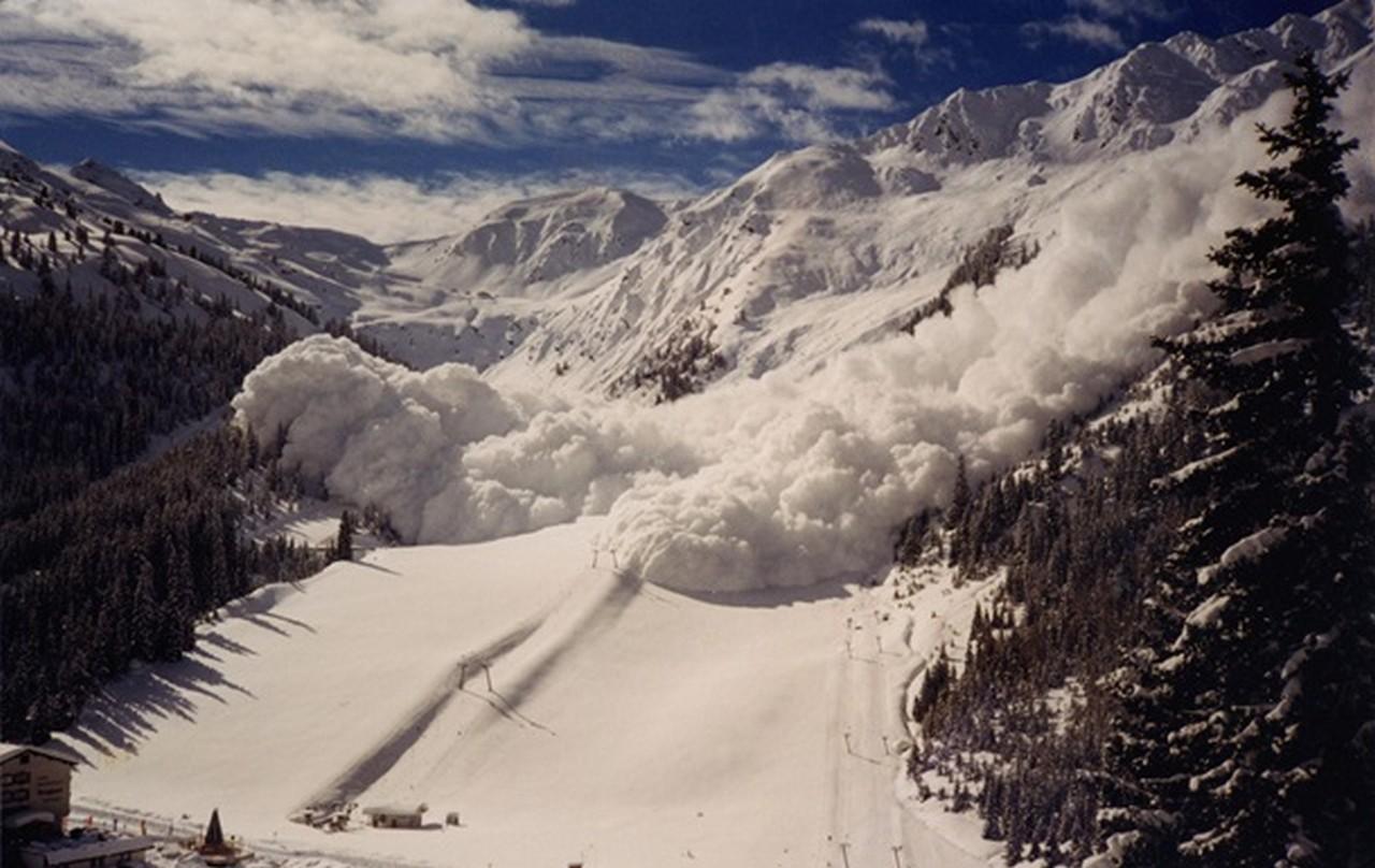 Рятувальники попереджають закарпатців про небезпеку в горах