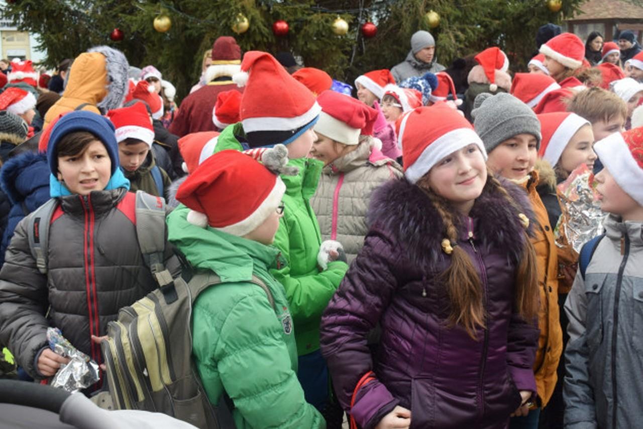 Сьогодні, 19 грудня, в Ужгороді пройде парад Миколайчиків
