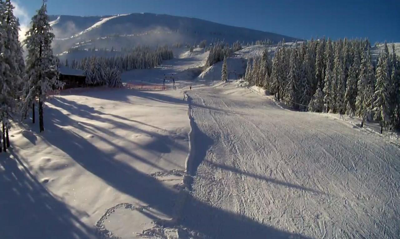На Драгобраті випало майже 80 см снігу