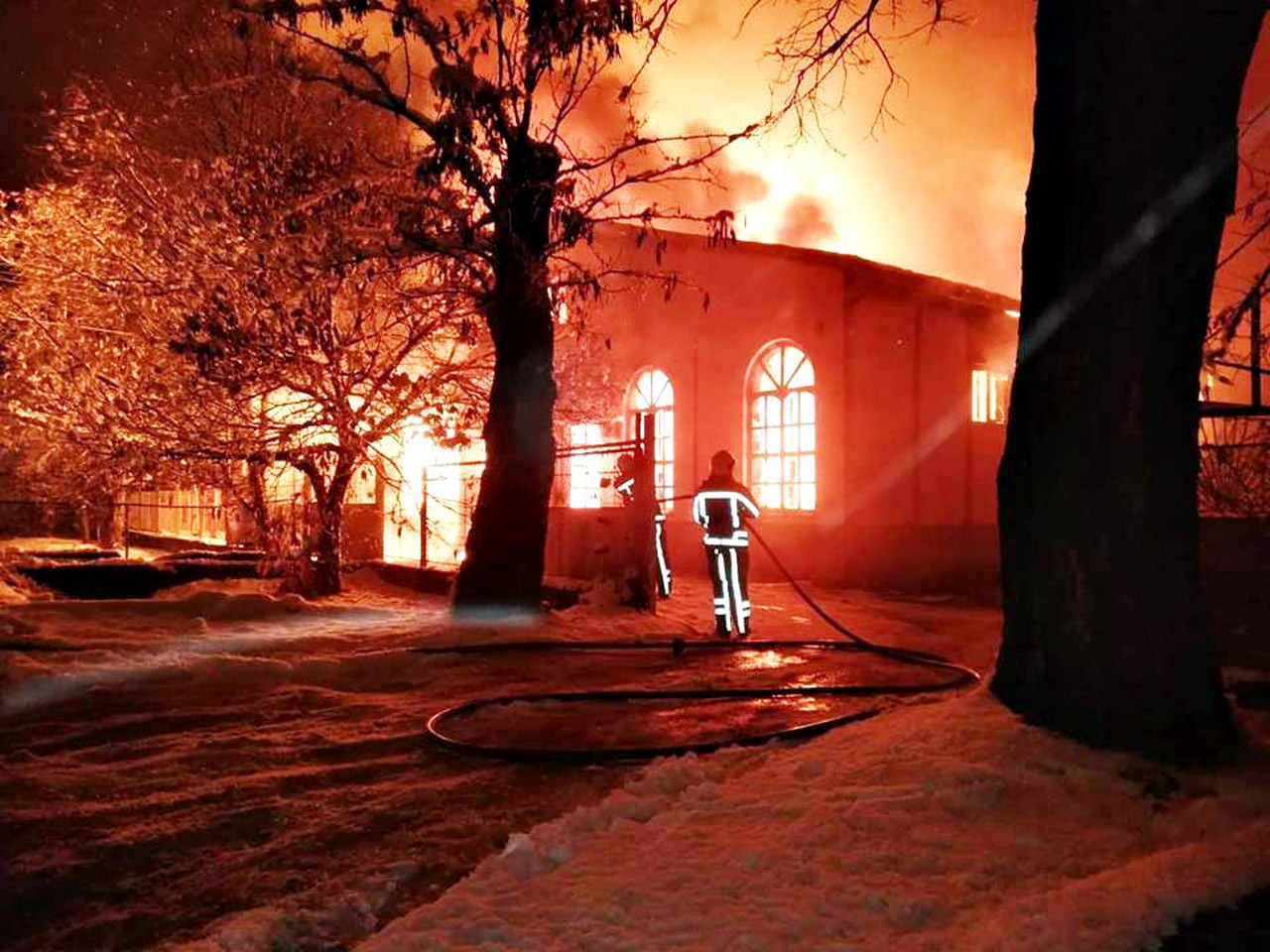 Сьогодні у Берегові згорів вщент магазин автозапчастин