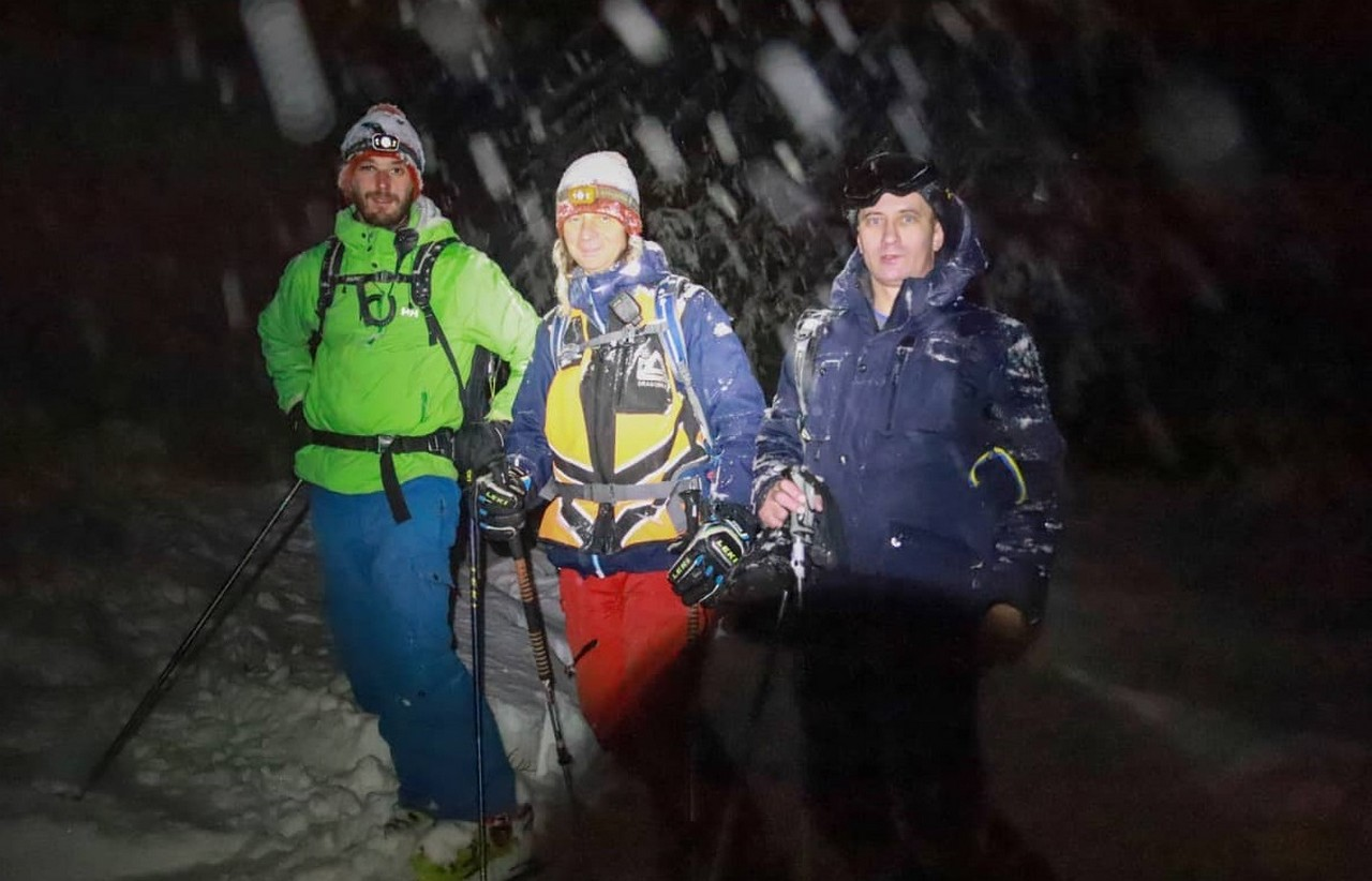 Рятувальники кілька годин шукали лижників із Києва, які заблукали у горах Закарпаття