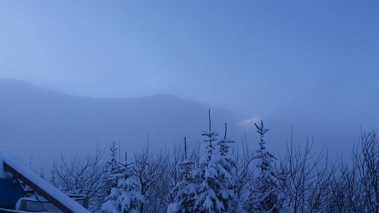 На Драгобраті насипало понад метр снігу