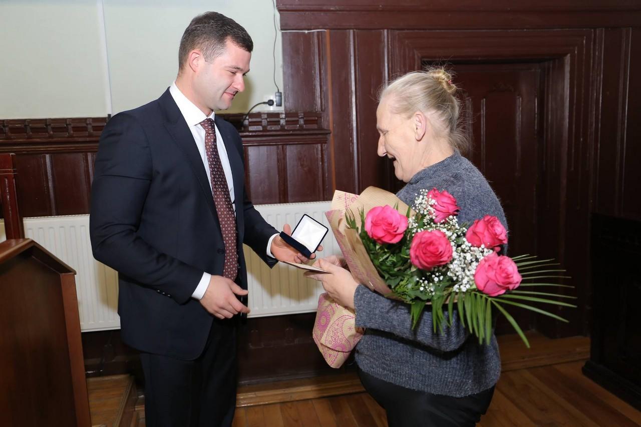 Мукачівка Еліза Кузман отримала почесне звання «Мати-героїня»