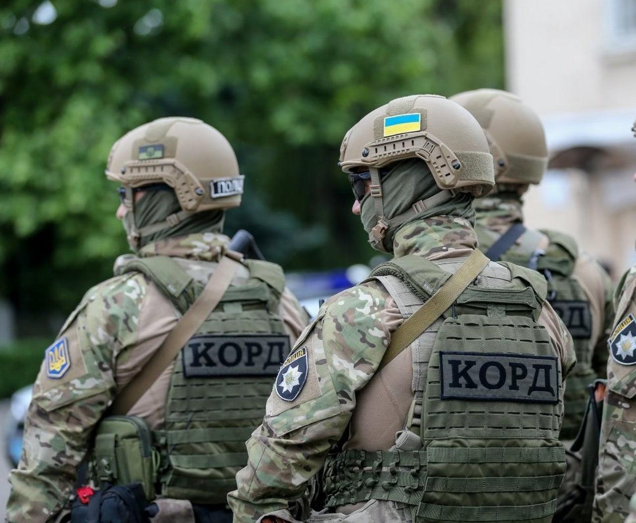 """Поліцейські та бійці """"КОРДу"""" провели обшук у селі Довге, що на Іршавщині"""