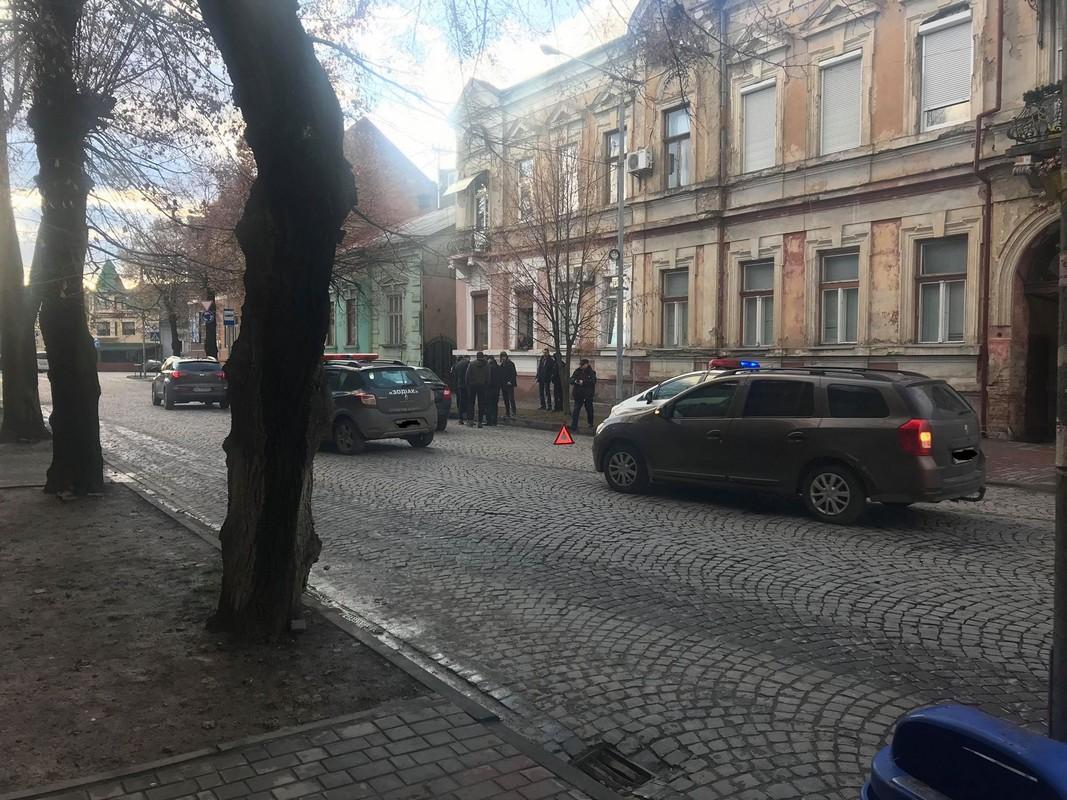 Сьогодні у центральній частині Мукачева сталася ДТП: зіткнулися Шкода і Лада