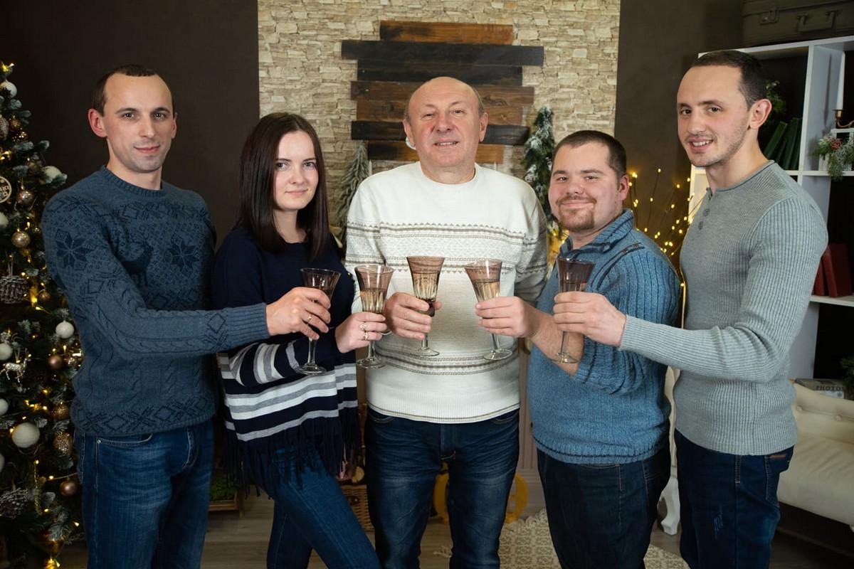 """Інтернет-видання """"PMG.ua"""" вітає з Новим 2019 роком"""