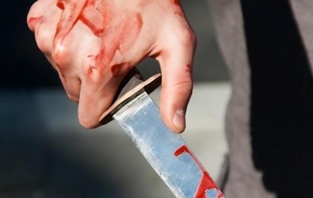 """В Ужгороді біля торгового центру на Капушанській зранку напали з ножем на """"валютника"""""""