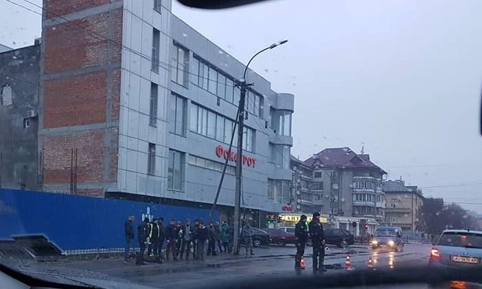 """Стали відомими нові деталі ножового нападу на """"валютника"""" на вулиці Капушанській в Ужгороді"""