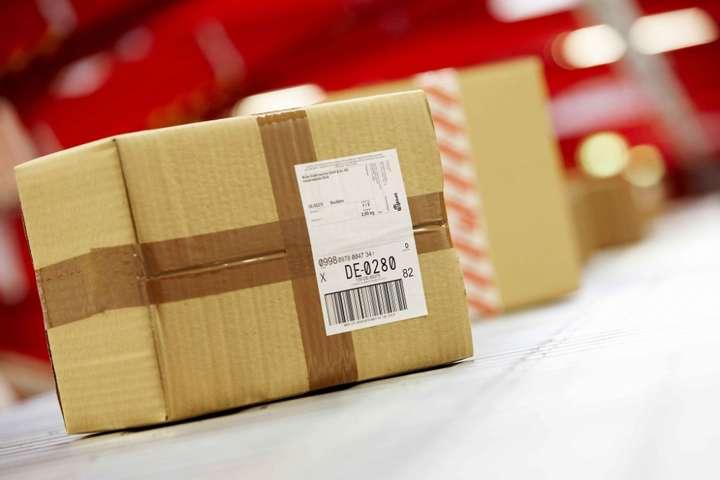 Податок на посилки з-за кордону почав діяти з початку року