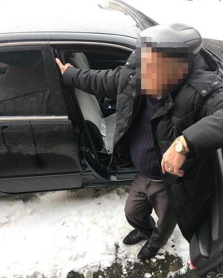 Начальника житлово-комунального господарства районної ради впіймали на великому хабарі