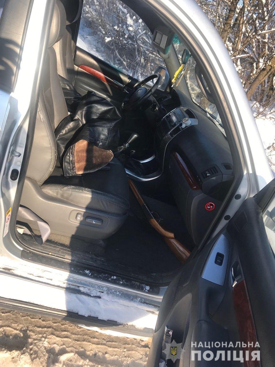 П'яний чоловік на Toyota Land Cruiser роз'їжджав з незареєстованою мисливською рушницею