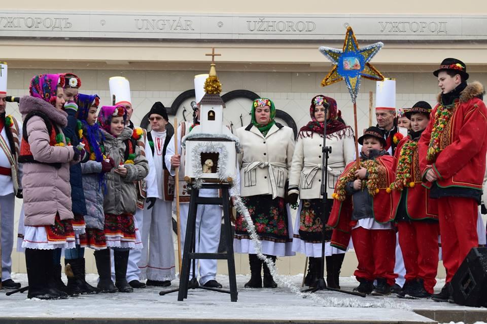 """У центрі Ужгорода відбулось вертепне дійство """"Христос Родився! Всіх возвіщаєм"""""""